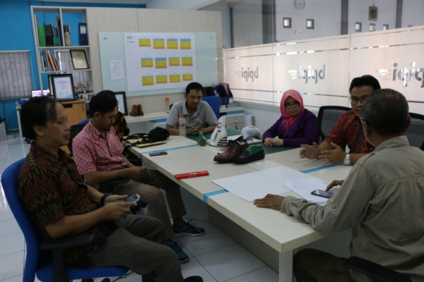 Pelatihan Shoes Design & Making Training Dosen Prodi. Desain Produk- POLNES